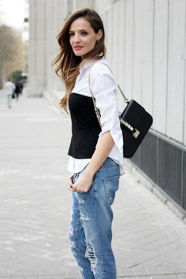 lencería al exterior corset con camisa blanca